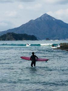 たくさんのサーファーが若狭和田ビーチに!